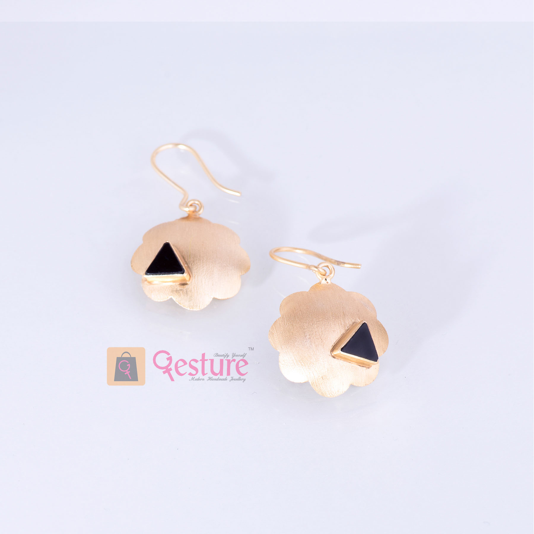 Signature Stud Stud  Earrings